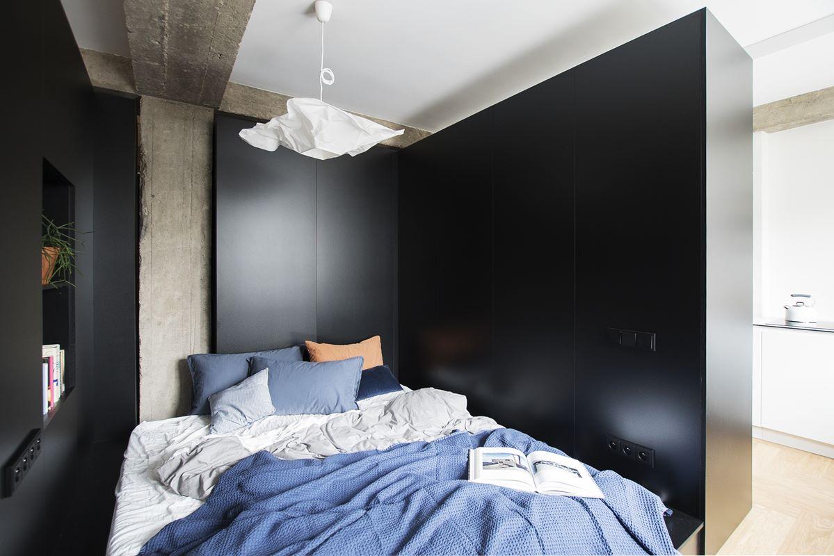 widok na sypialnię w mieszkaniu