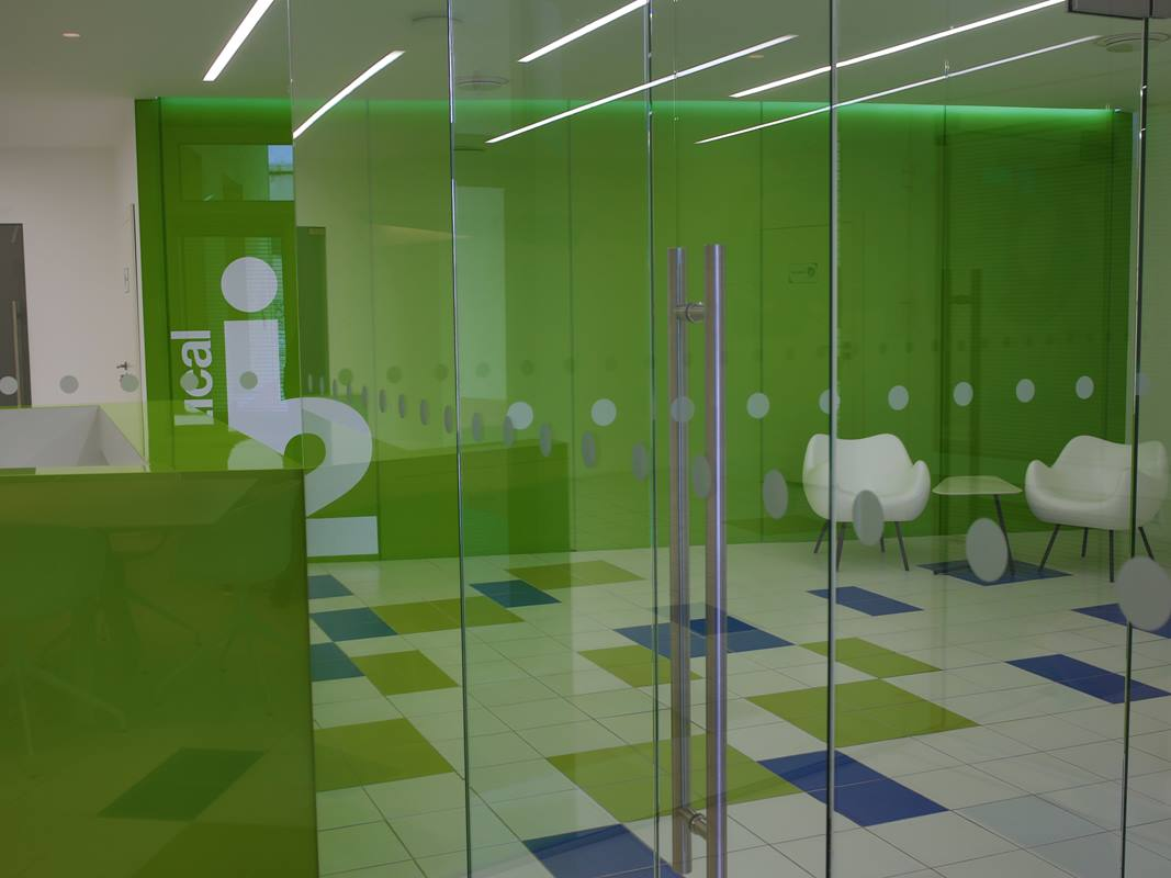 widok na wnętrze recepcji w laboratoriach w Rudzie Śląskiej