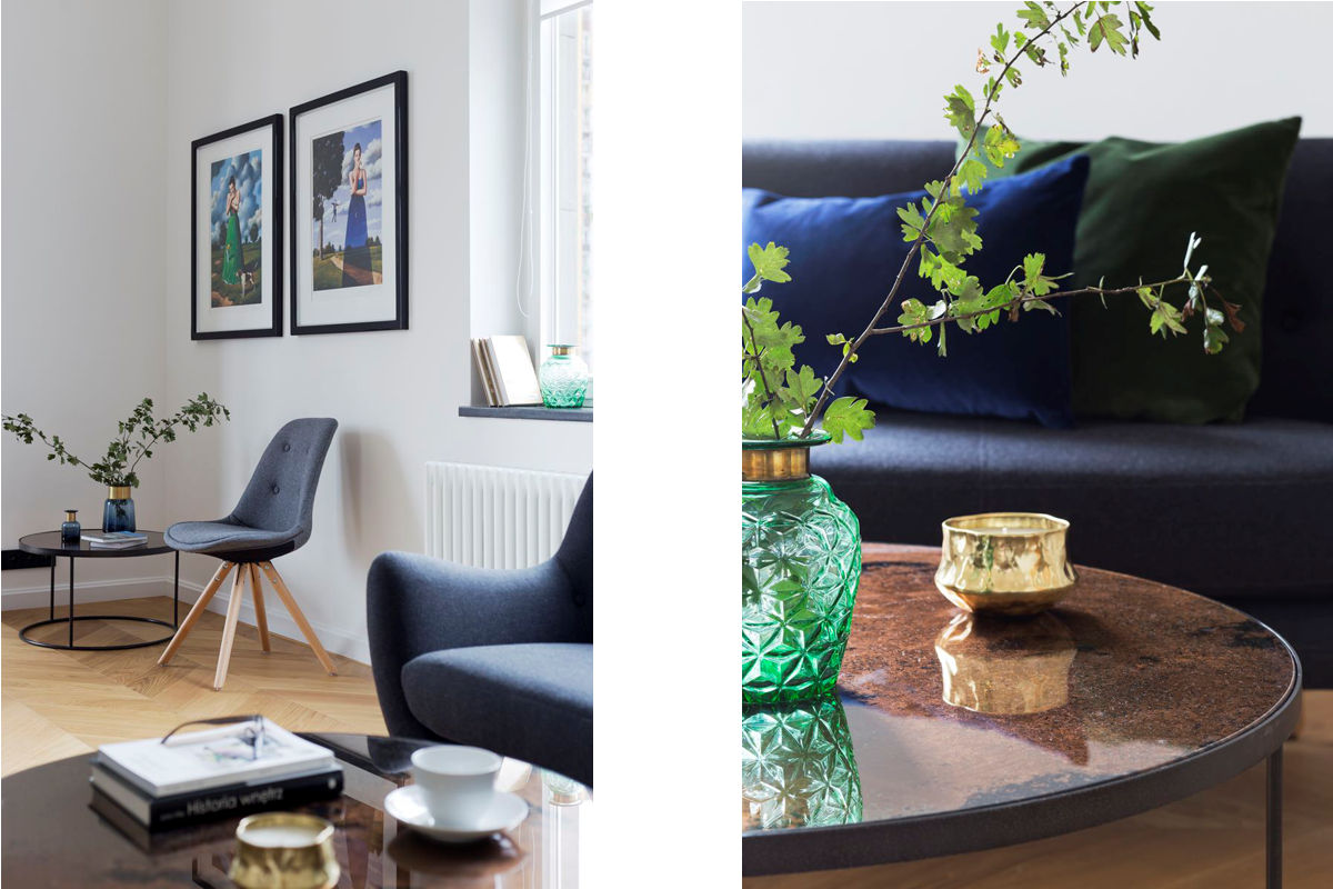 granatowa-sofa-w-projektowanym-salonie
