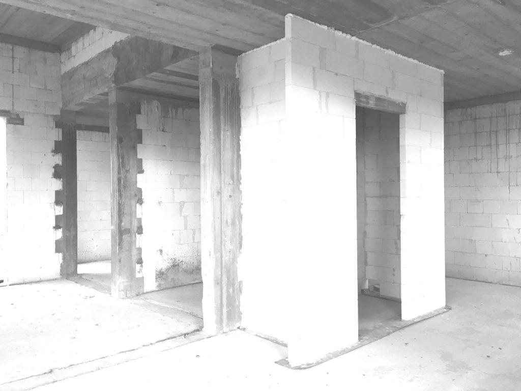 widok-na-wnetrze-domu-na-budowie